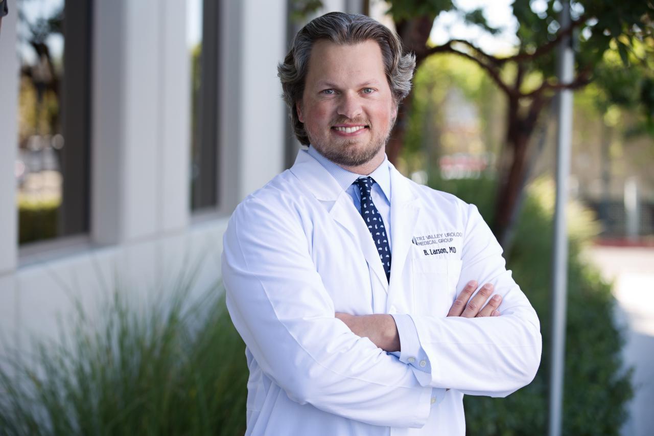 Dr. Benjamin Larson